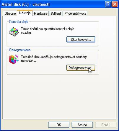 Záložka s možností defragmentace disku C: ve Windows XP